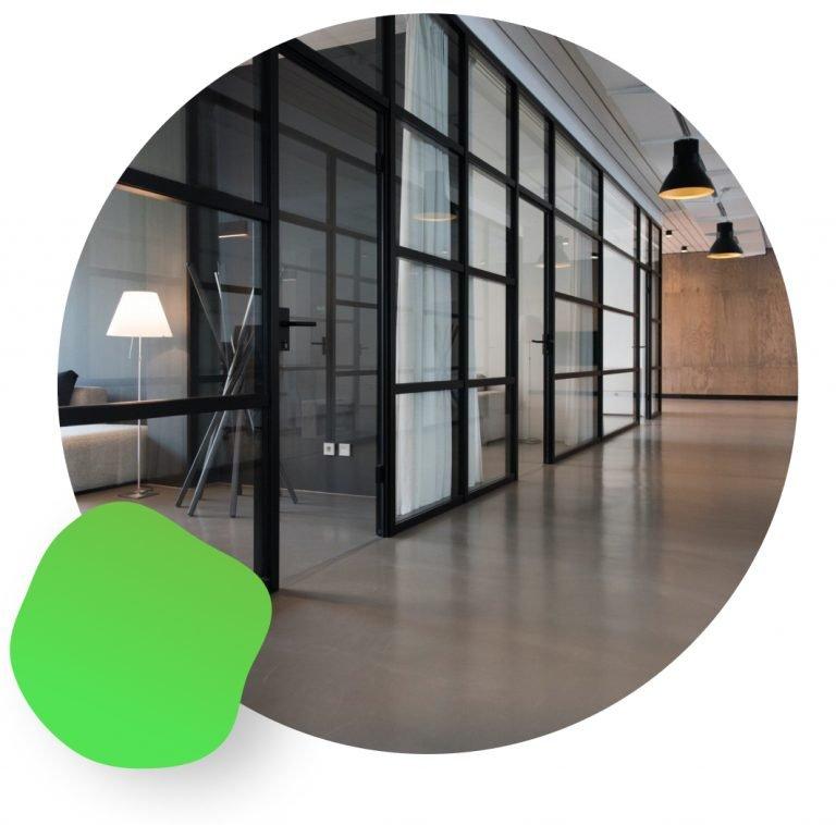 espace commun vitré de bureaux