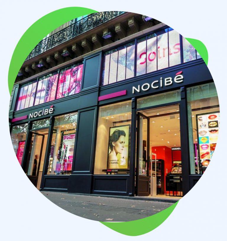 Vitrine du magasin nocibé à Paris, Opéra